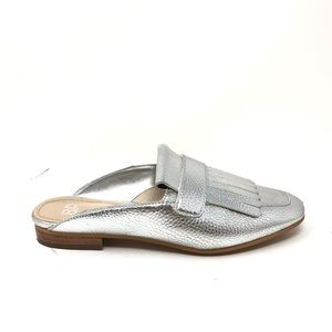 BP Sz 5 Kiltie Mule Flats Slip On Silver Metallic